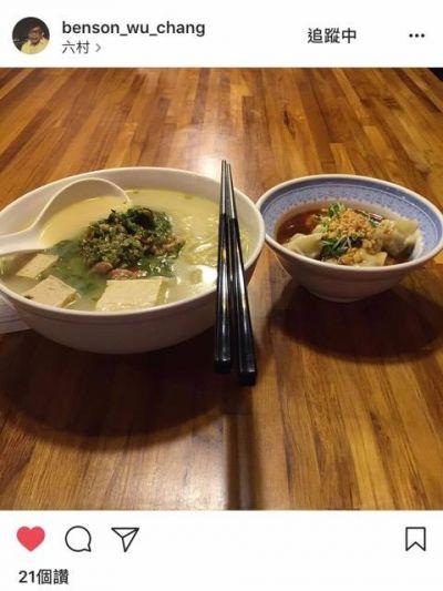 六村是萬隆晚餐時段熱門排隊店家。(IG benson_wu_chang提供)
