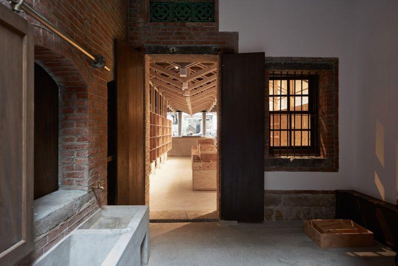 「葉晉發商號─米糧桁」天井與一樓前米行;圖片提供:徐元智先生紀念基金會