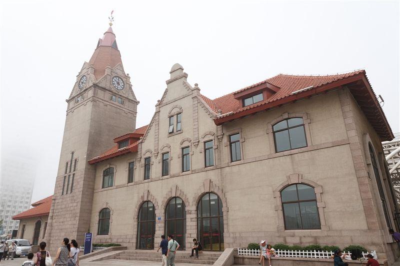 青島火車站是全中國唯一的仿歐式火車站,1900年以德國當時流行的公共建築手法設計。(圖片/山東省旅遊局提供)