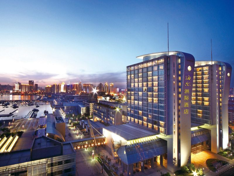 青島海爾洲際酒店於2008年12月開幕,樓高22層,共有438間客房。(圖片/翻攝自青島海爾洲際酒店官網)