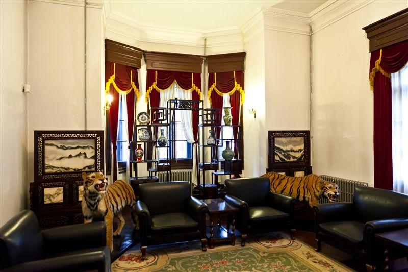 大帥府內部兩隻老虎像虎虎生風。
