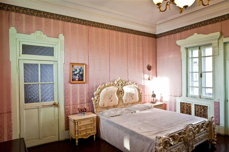 室內陳設幾乎以法式家具為主。