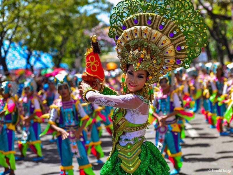 聖嬰節由麥哲倫贈送的聖嬰發展而來,每年1月第三個星期天來自菲律賓全國各地的民眾熱情參與遊行隊伍,聲勢極為浩大。(Photo│flickr CC@kamsky)
