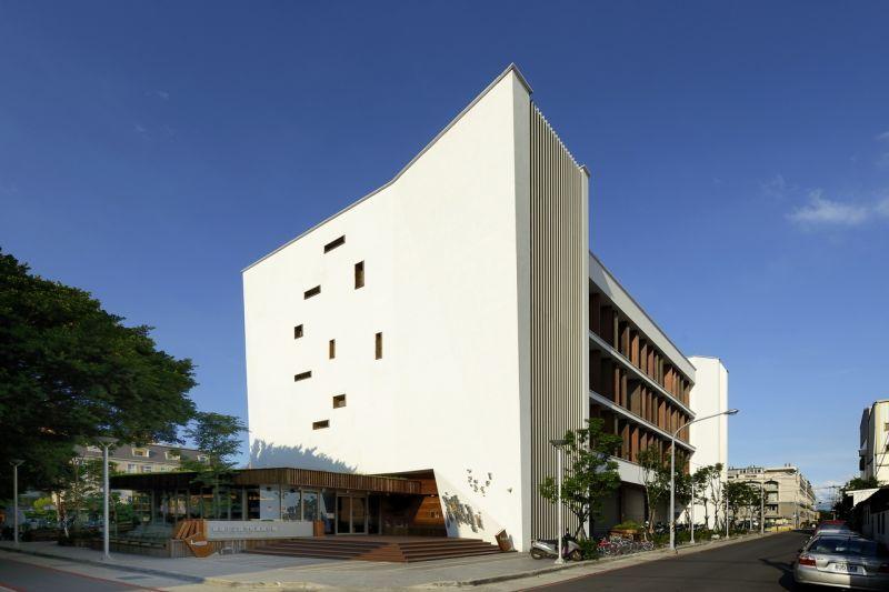 桃園市立圖書館龍岡分館/盧俊廷建築師事務所;圖片提供/香港建築師學會