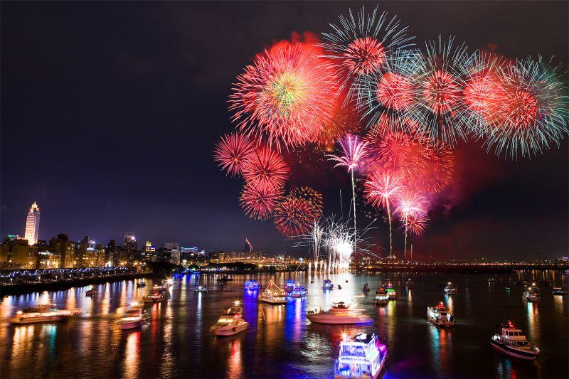 台北橋拍攝大稻埕煙火節。(圖片/哈米貓提供)