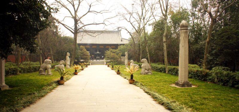 包公墓比照二品官陵墓,設置專屬的石生像。