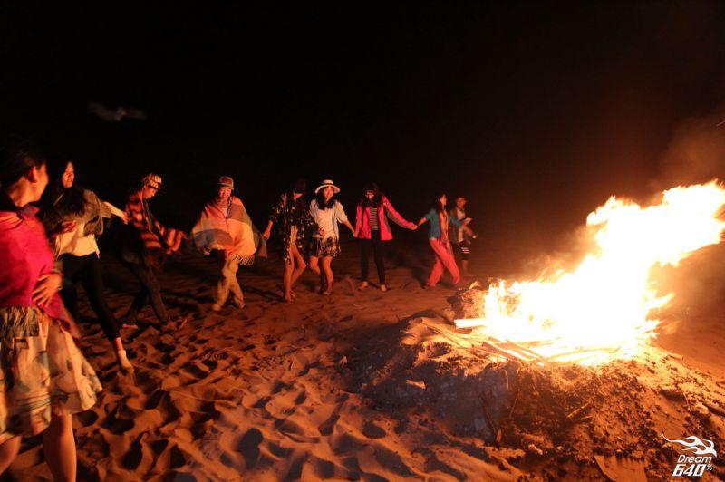 露營一定少不了營火~特別是沙漠的夜晚,特別需要這樣的大伙來溫暖大家。