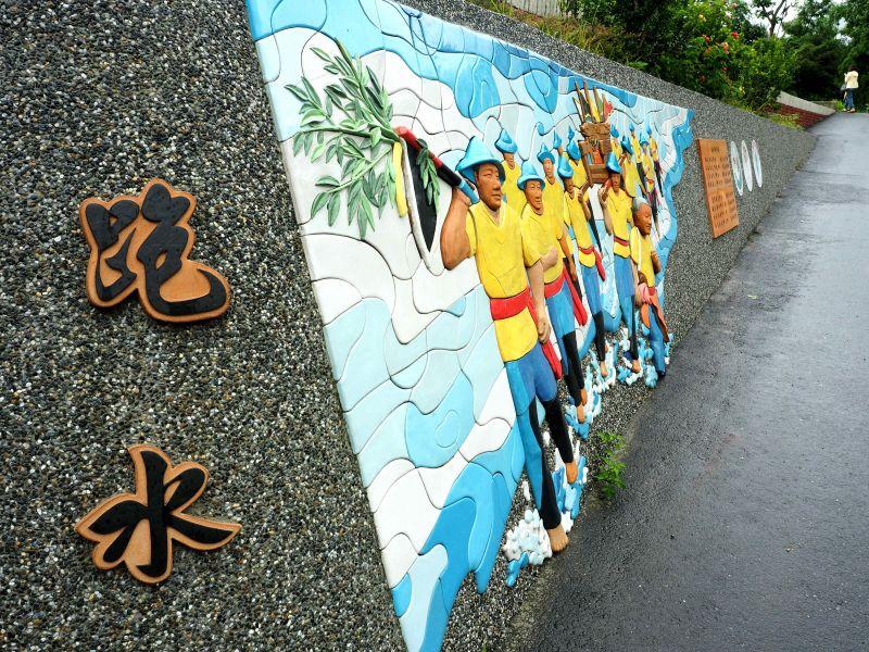 二層坪水橋上的民俗雕塑(欣台灣攝影)