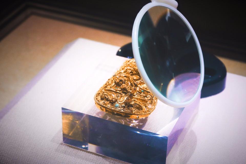 雕工極為細緻的金腰扣(圖片來源:陳浪提供)