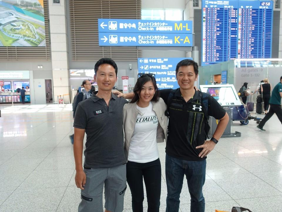一趟韓國的單車之旅,謝謝兩位單車大叔!期待下次再以單車會友!(賴維屏提供)