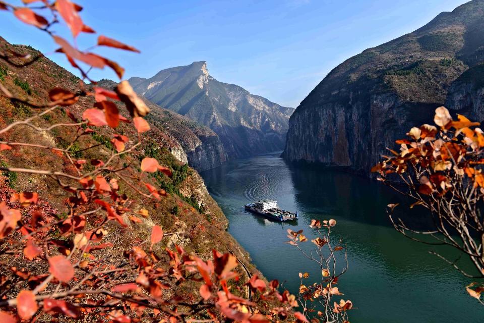 秋天楓紅,瞿塘峽成了攝影師的最愛。(圖片/欣傳媒提供)