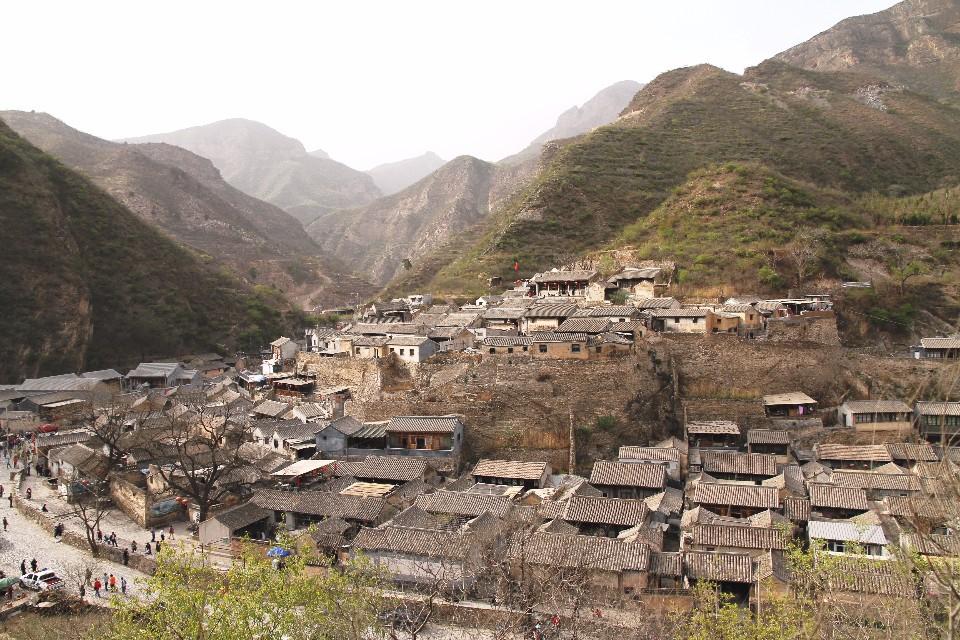 出了北京到郊區,竟有到另一個世界的趣味,未來有地鐵不用舟車勞頓了。圖為門頭溝區爨底下村。