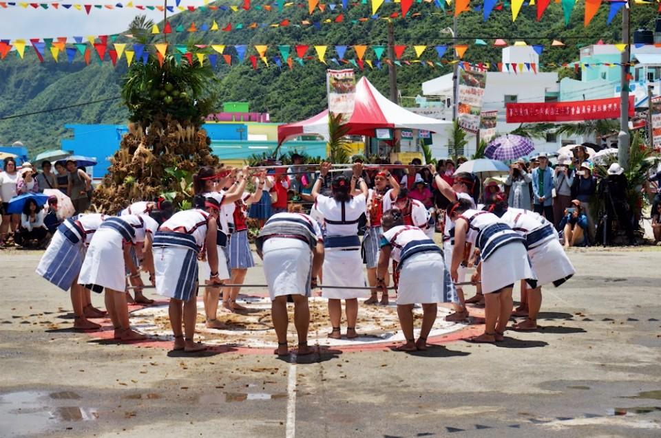 小米祭婦女圈圈舞。(攝影/林郁姍)