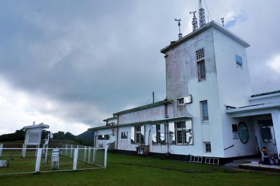 蘭嶼氣象站在日治時期興建完成。(林郁姍/攝)