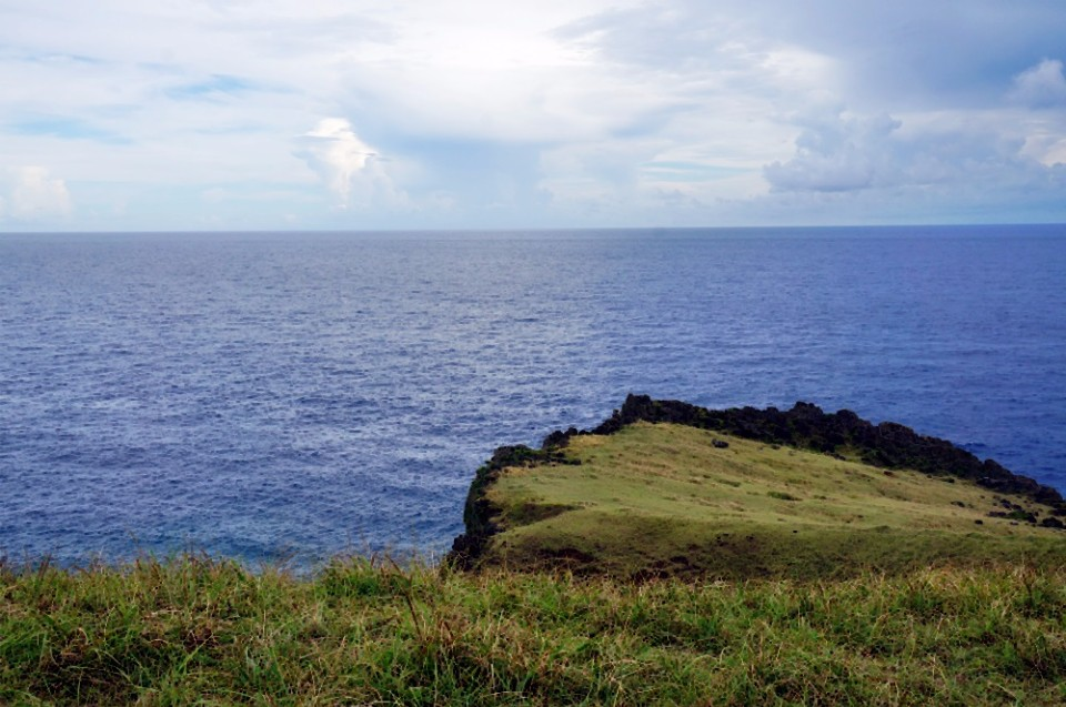 青青草原為隆起珊瑚礁台地。(林郁姍/攝)
