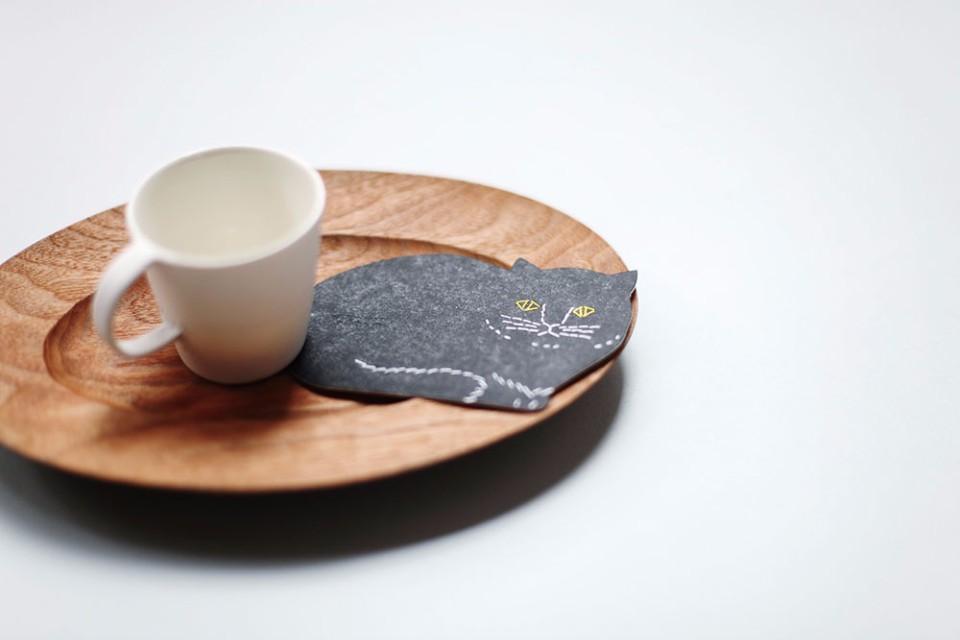 トモタケ 凸版印刷 紙杯墊 (貓型)。(小器藝廊(+g)提供)