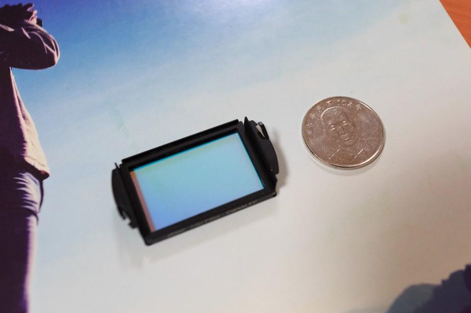 內置型濾鏡實際大小 圖攝/吳仁凱