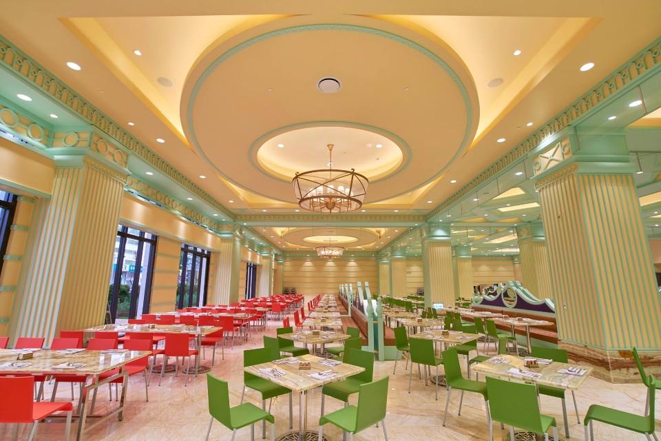 「高雄林皇宮lv森林百匯」寬敞明亮的用餐空間,有多達800個座位。(圖片來源/高雄林皇宮lv森林百匯粉絲團)