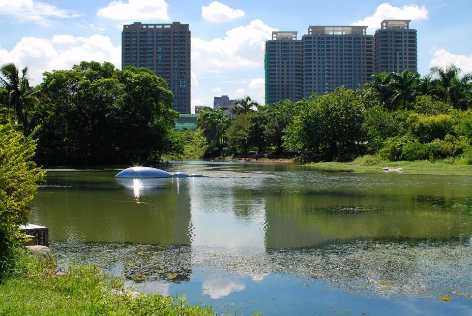 「內惟埤文化園區」保留原始水澤濕地生態,呈現山水環抱的特殊景觀。(Flickr授權作者-Jason Chao)