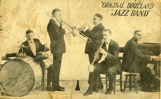 1917年,Original Dixieland Jazz Band灌錄史上第一張爵士唱片(圖片來源:Wiki)