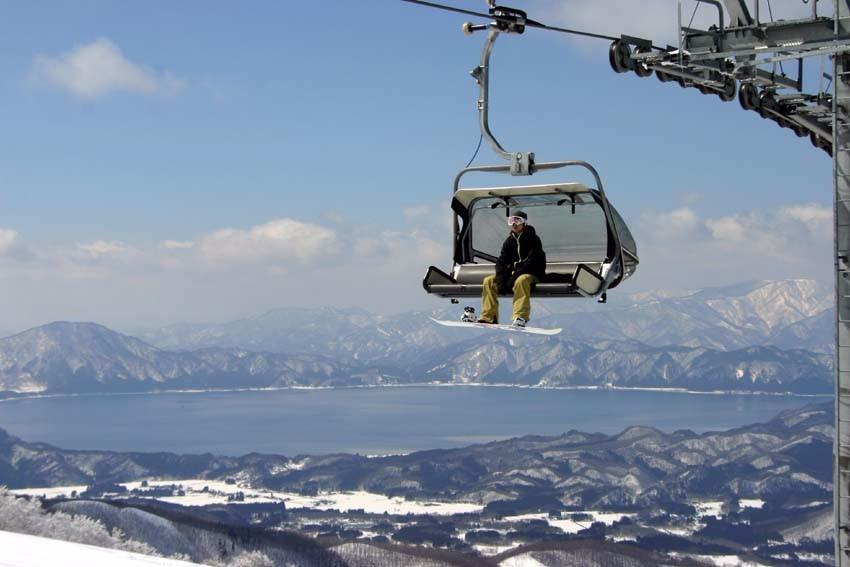 田澤湖滑雪場提供