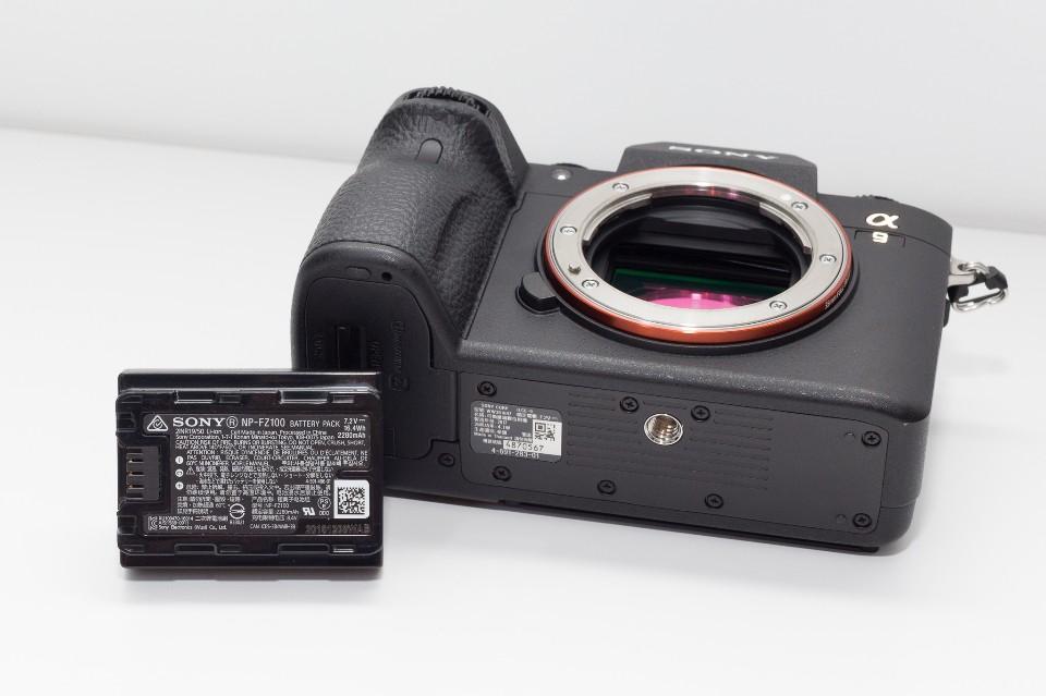 新款的NP-FZ100,容量2280mAh 圖攝/吳仁凱