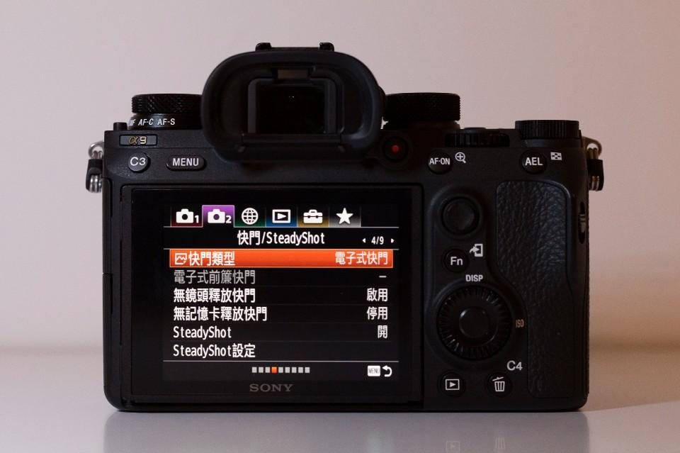 要讓a9達到20fps無黑屏連拍,要開啟「電子式快門」 圖攝/吳仁凱