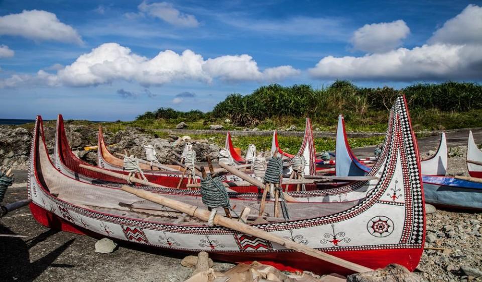 蘭嶼拚板舟,蘭嶼飛魚季,蘭嶼旅遊,蘭嶼交通,蘭嶼機票,蘭嶼飛機,蘭嶼船票,蘭嶼潛水,蘭嶼住宿,蘭嶼民宿,蘭嶼自由行,蘭嶼景點,飛魚祭,拼板舟