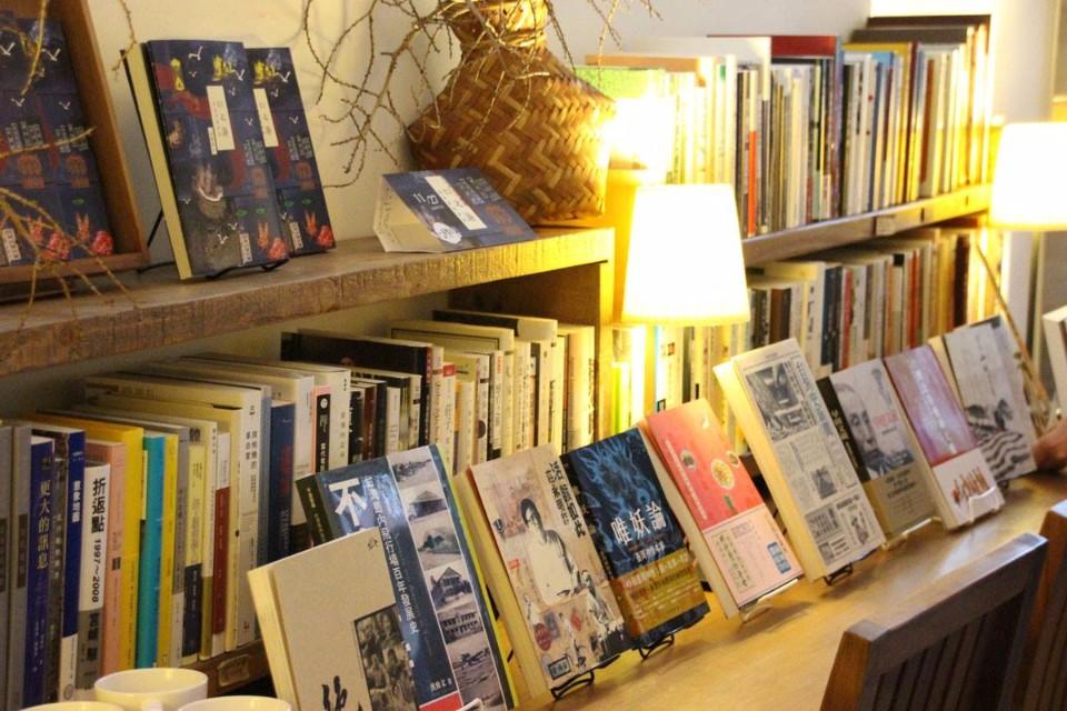 「一本書店」的閱讀空間簡單又溫馨,也常舉辦講座互相交流。(圖片來源/一本書店FB粉絲團)