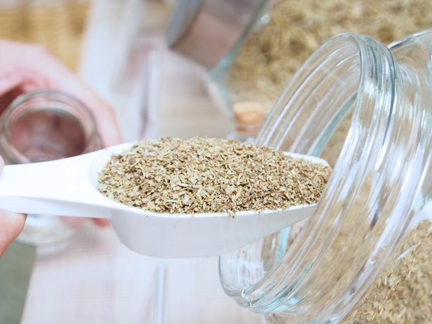 公平貿易白胡椒粉/氣味辛辣,可去腥為食材增加香氣、解油膩,還可以促進食慾。(NT5.8/g)(陳德偉攝)