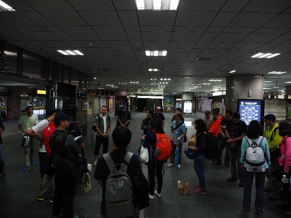 一大早七點不到所有參加的團員們就在台北車站集合 圖/OLYMPUS提供