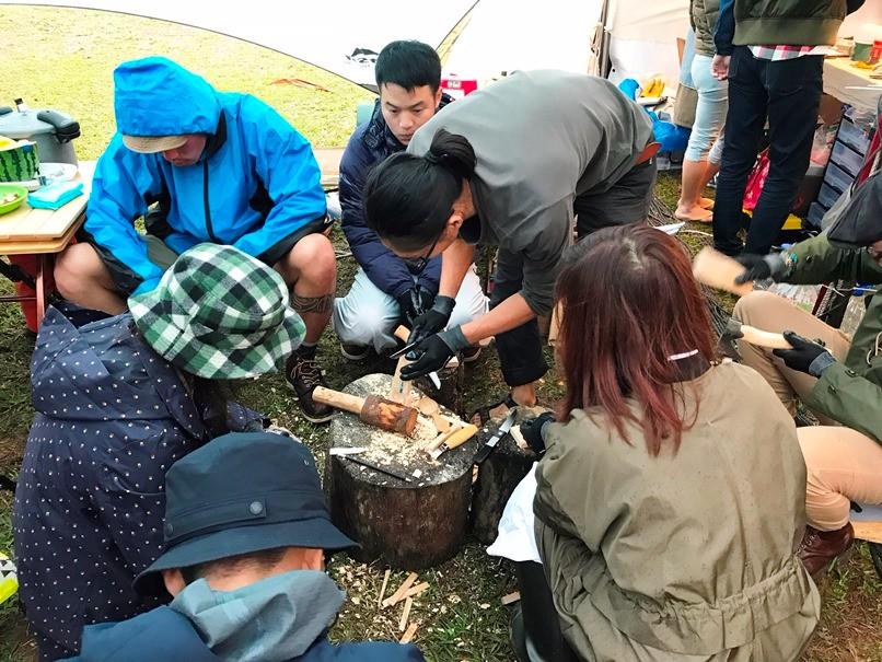 清製手作湯匙課程吸引許多喜愛木工的露友們前來參與。