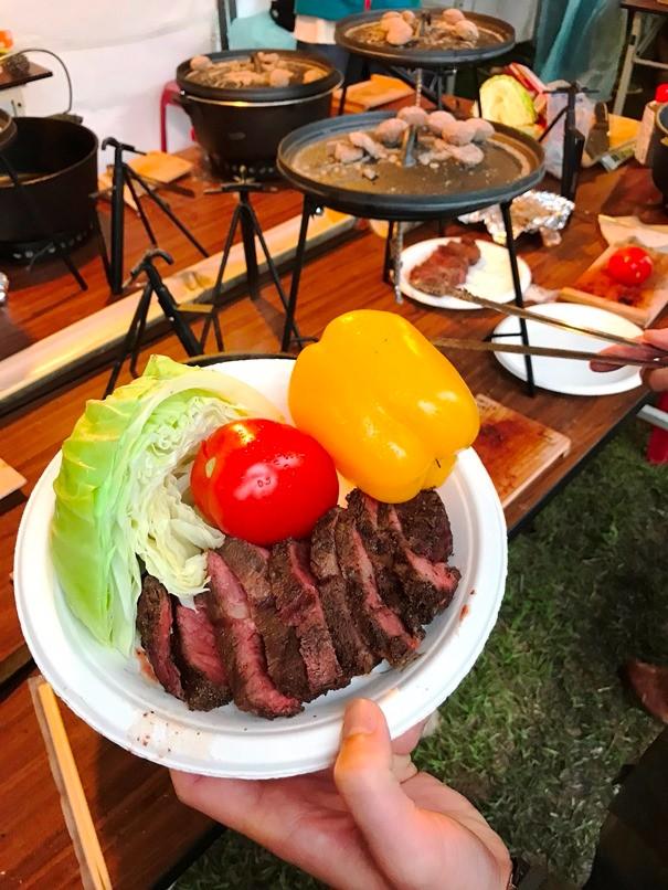鮮嫩多汁的牛排經過精心擺盤叫人食指大動。