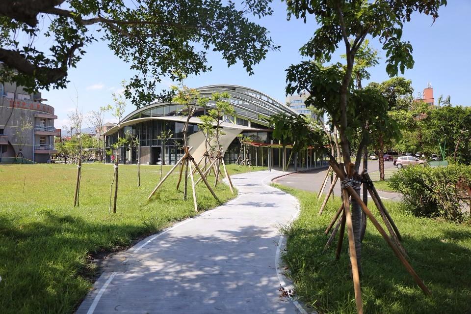 2017台灣建築傑出獎《中山小巨蛋與周邊通學廊道》;圖片提供:建築師雜誌