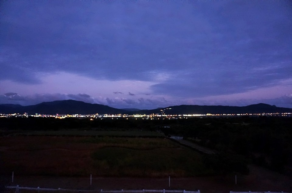 從海境眺望恆春鎮的夜景。(攝影/林郁姍)