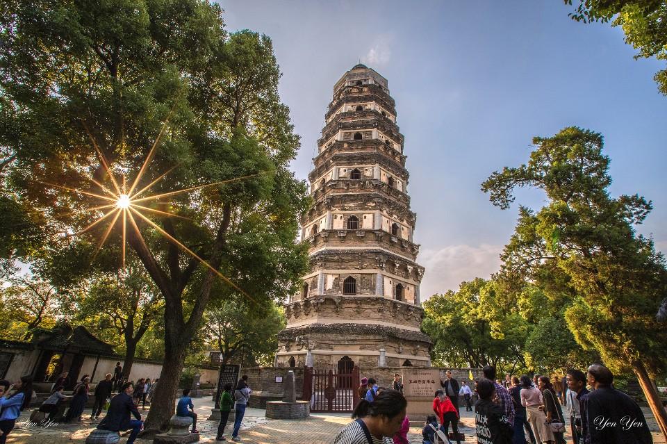 「每走一步,都是一個造景,都充滿了驚奇。」初次到訪的鄭妍妍,提到蘇州美景,笑著說。虎丘/圖 鄭妍妍提供