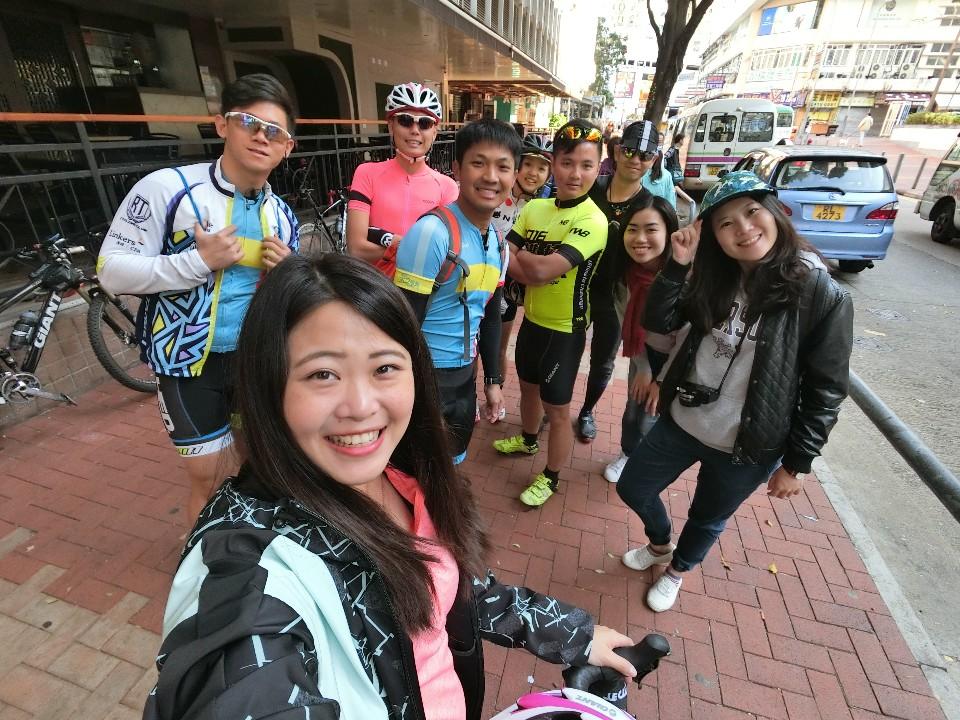 大家都準備好了,我們準備要出發前往香港最高峰-大帽山囉~(蔣哈提供)