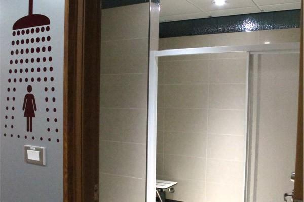 淋浴室。圖片擷取自桃園國際機場官網