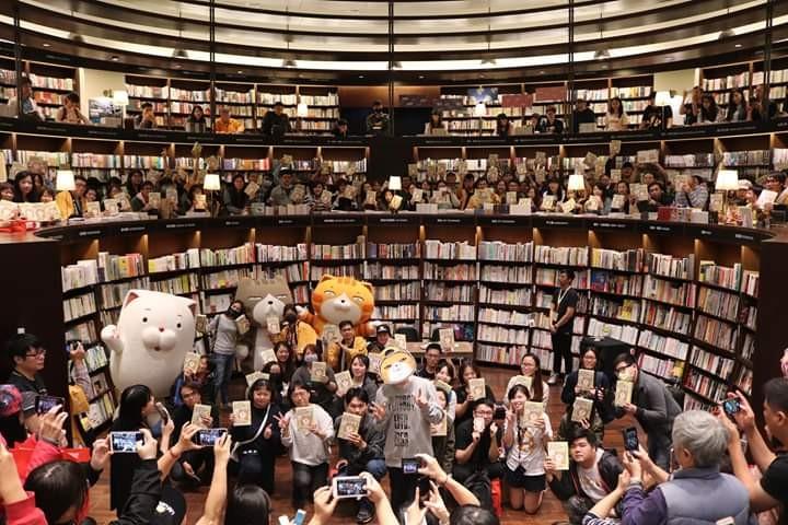 貓氣X書香=週銷3,000本!《白爛貓超級厚三週年回憶錄》簽書會爆滿! - threeonelee.com