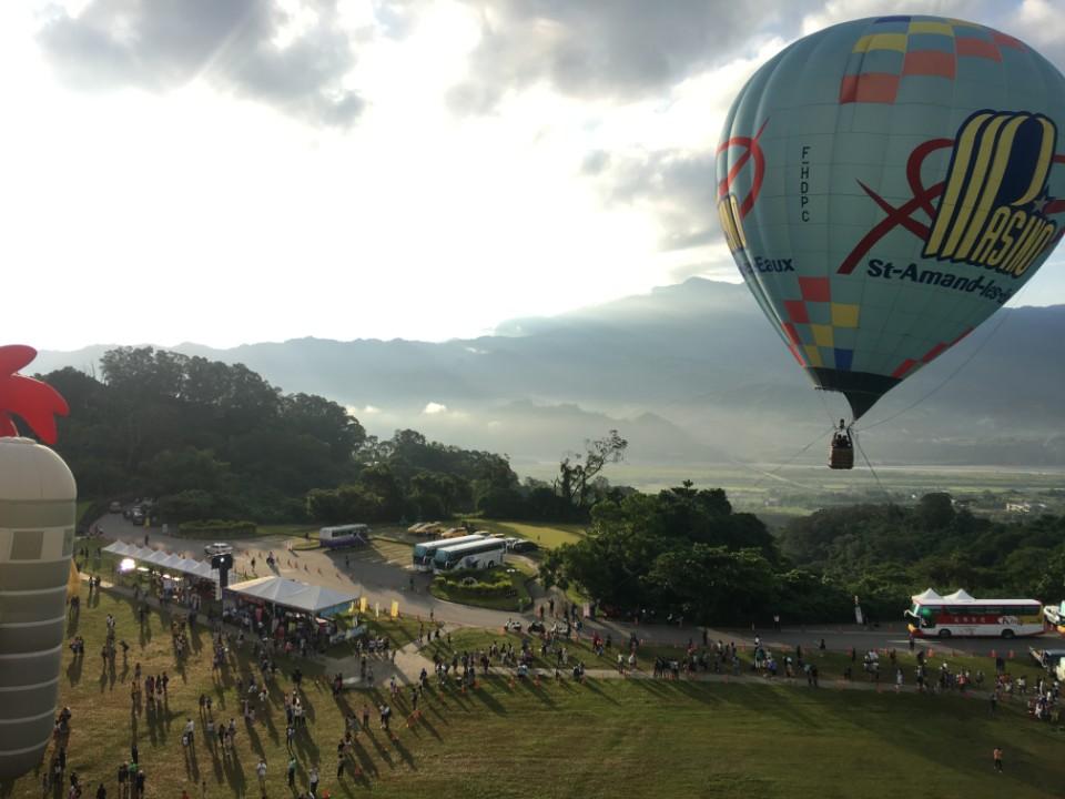 暑假最夢幻親子假期 台東熱氣球嘉年華X免裝備露營團順利升空!