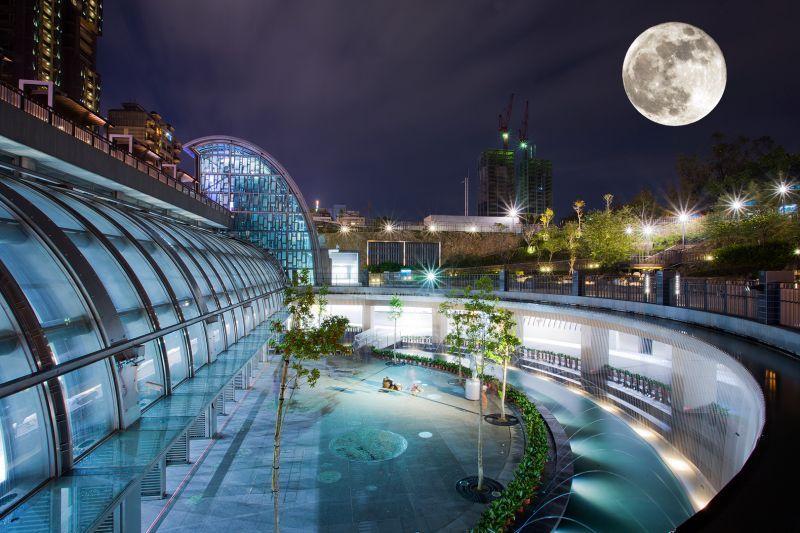 超級月亮示意圖-大安捷運站。(影像合成/哈米貓)