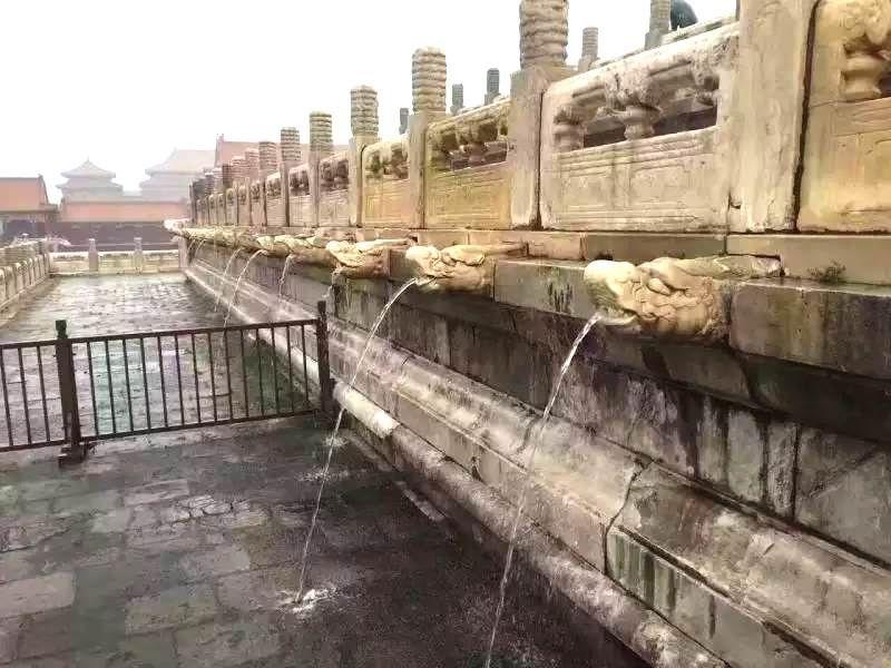 大雨排水時,城內即見千龍吐水。(圖片來源:微友巴巴 http://bit.ly/2ao6lOW)