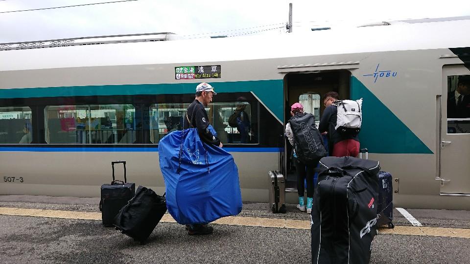 電車或火車是海外自行車旅遊常用的交通方式 *感謝穆克斯贊助背包 (弱腳哈洛德攝)