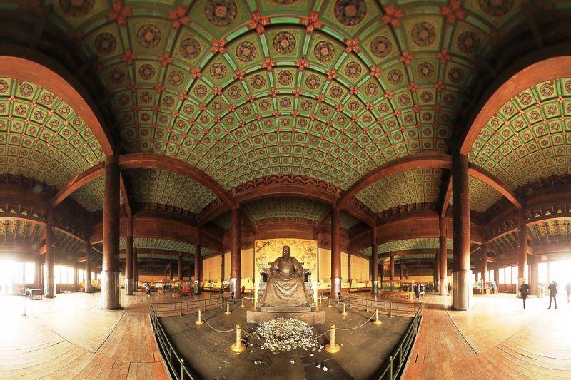 壯觀的金絲楠木大殿。圖片來源http://bit.ly/2agPrX7