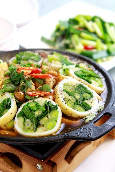 尚獎的蔥蒜料理,都是由老闆親自研發、創作。(攝影陳德偉)