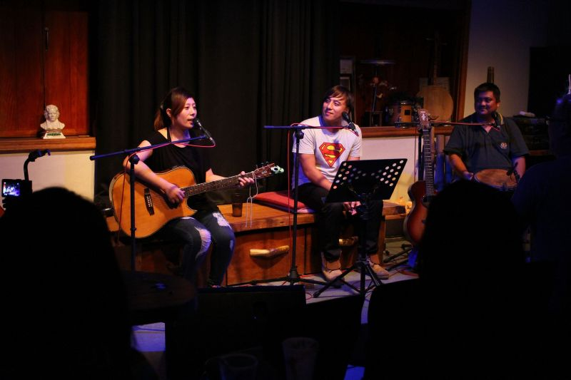 透過嘹亮純淨的歌聲,歌手們輕輕唱出他們的心情與人生。