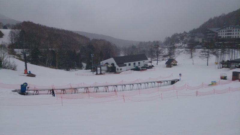初學者用的魔毯,正常來說雪是要跟軌道一樣高的。(photo by 阿福)