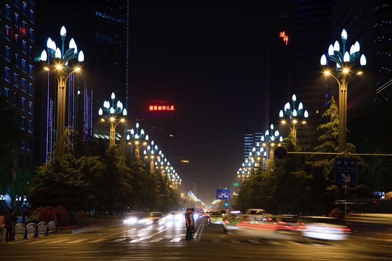 開滿白色玉蘭花燈的人民南路,其浪漫及大氣足可媲美法國香榭大道。(Photo/成都官網)