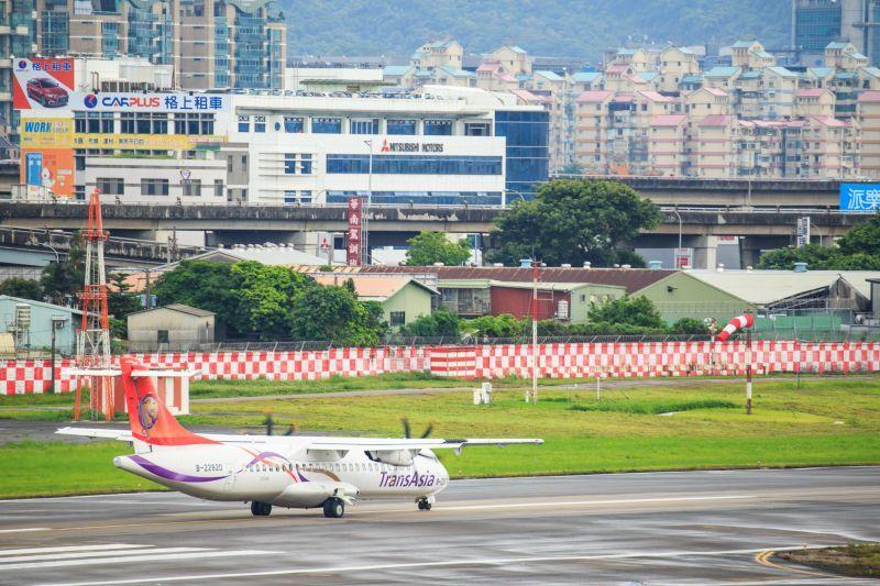 濱江果菜市場,400mm焦段(復興航空ATR-72-600) 圖攝/吳仁凱