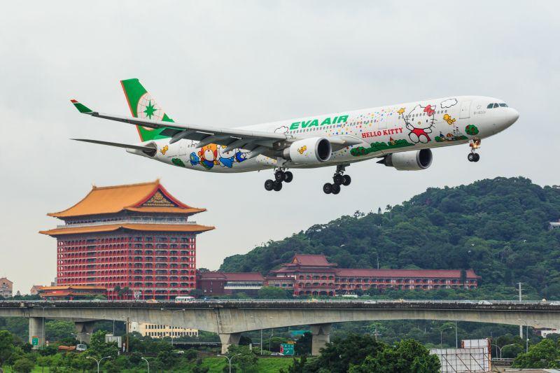 濱江果菜市場,182mm焦段(長榮航空A330-300 魔法貓) 圖攝/吳仁凱